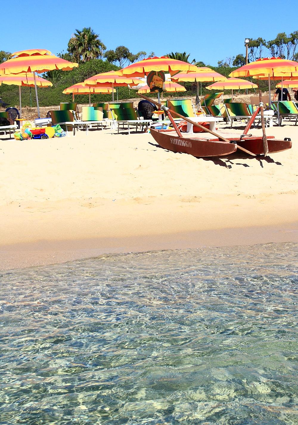 The beach piscina rei - Piscina rei village ...